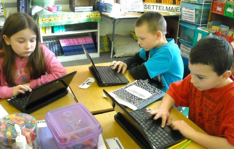 Elementary Classrooms Technology Use ~ Ses students using technology in the classroom queen