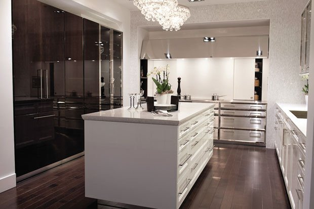Home style modern never looked so classic for Armoire de cuisine thermoplastique prix