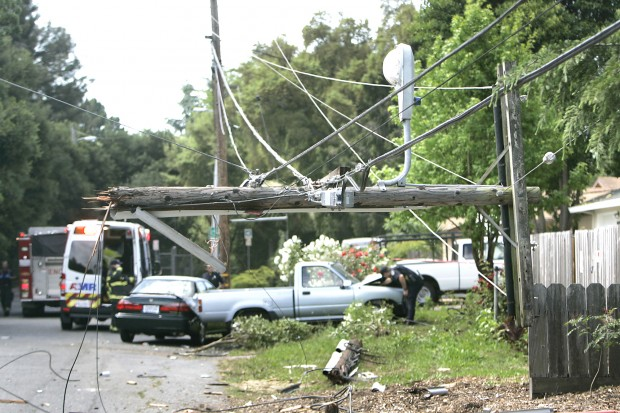 Crash into power pole injures one for Aroma indian cuisine napa