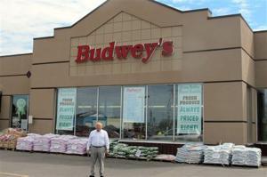 NY supermarket owner surprises employees with partnership