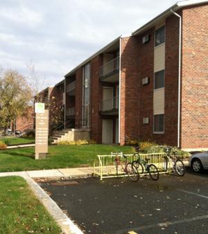 Man shot in Newark apartment complex