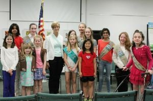 Former Governor Christine Whitman visits Girl Scout troop