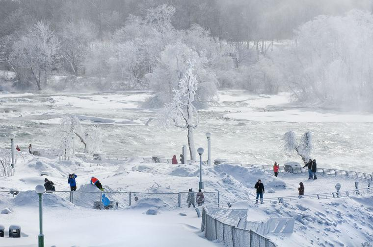 frozen niagara falls 1