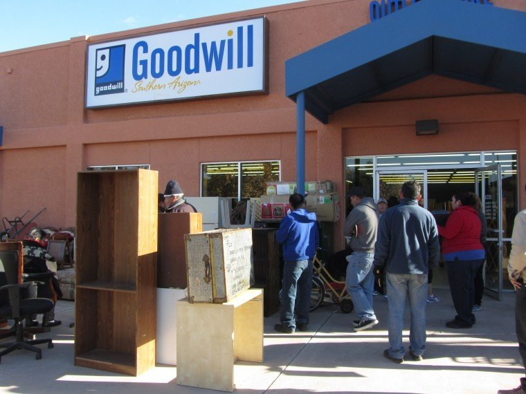 Goodwill auctions draw a cross-border crowd | Local News ... Goodwill Auction