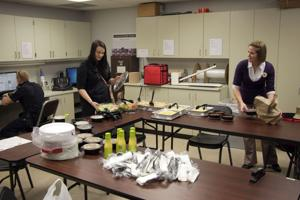 Olive Garden Is Just The Latest Group Donating Food To Police The Daily Nonpareil Council