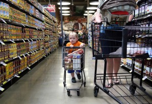 Strack & Van Til opens Cedar Lake store