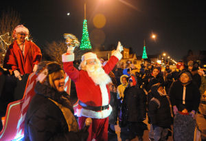 Cal City lights its Christmas tree