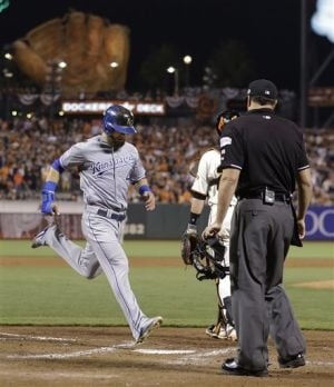 Royals edge Giants