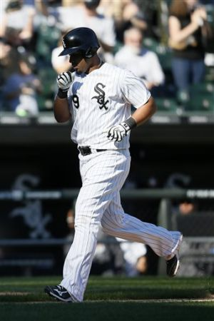 Sox lose to Twins despite Abreu's 35th homer