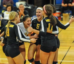 Marian Catholic reaches girls volleyball regional title game
