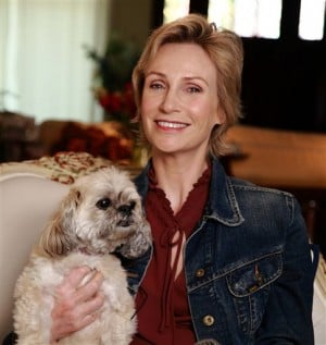 'Glee's' Lynch and dog go to bat for shelter mutts