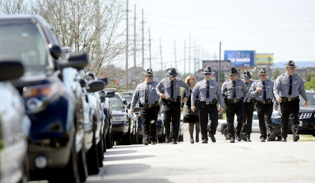 Hundreds pay respects to fallen M'ville police officer