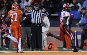 No. 25 Wisconsin, Gordon crush Illinois