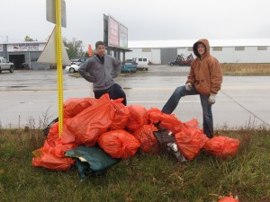 Bloom Trail students clean up stretch of U.S. 30