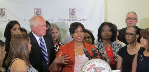 Quinn signs pregnancy discrimination measure