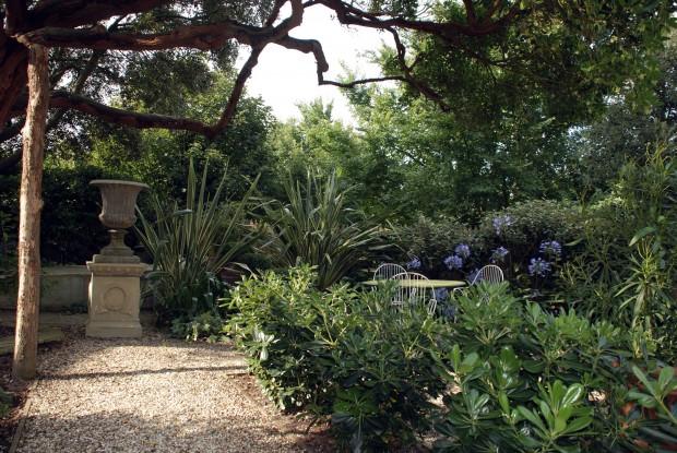 Secret garden tips for creating backyard privacy home - Creating privacy in backyard ...