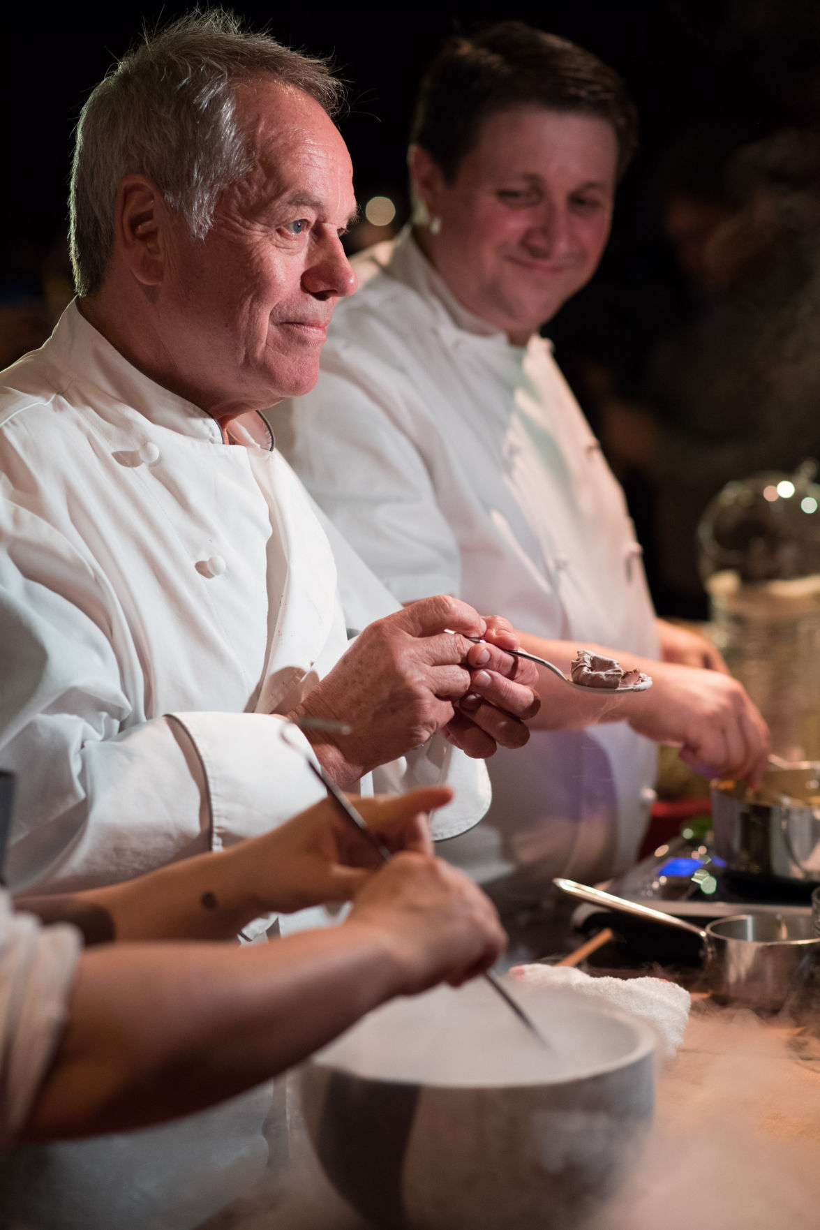 Wolfgang puck dishes about oscars 39 governors ball menu for Wolfgang puck pie maker