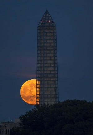 Washington Monument glows again amid restoration
