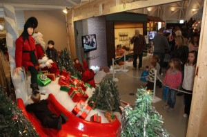 Guests relive 'Christmas Story' at Indiana Welcome Center