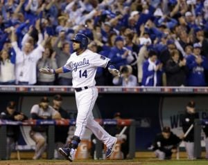 Royals beat Giants to tie World Series 1-all