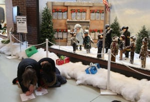 'A Christmas Story' draws visitors to NWI, but Cleveland throws bigger bash