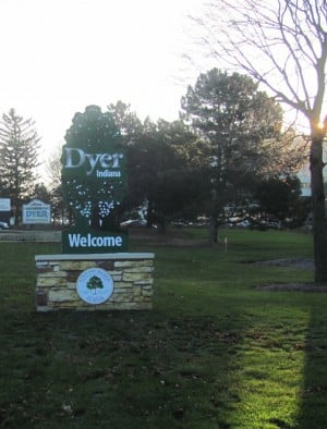 """Welcome to Dyer"" signs created by local artist"