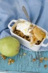 A fast and healthy pear crisp to make any season