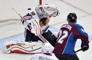 Varlamov leads Avalanche past struggling Blackhawks