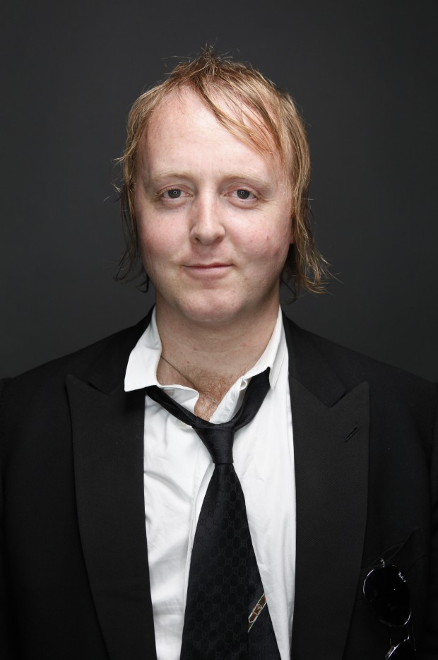 James McCartney serenades fans at SchubasJames Mccartney
