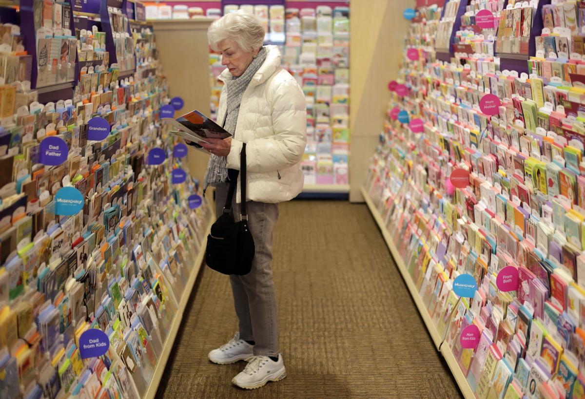 U S Consumer Spending Flat Savings Hit 3 Year High