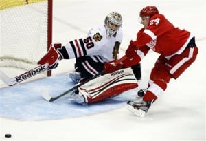Blackhawks thankful for having 2 good goalies