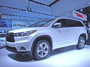 Midsize vehicles rule Chicago show