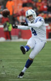 Gostkowski, Vinatieri get kicks in playoff