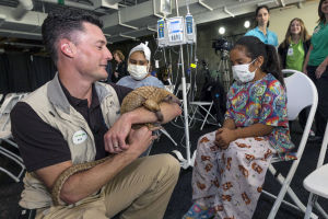 Zoos give hospitalized kids a wild distraction