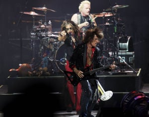 Aerosmith/Slash play First Midwest Amphitheatre