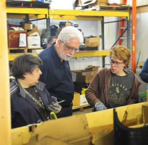 Ill. official tours SouthSTAR Services' e-recycling facility