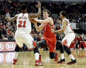 Dunleavy, Noah lead Bulls over Rockets