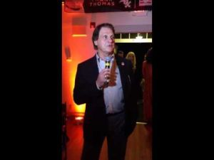 Tony LaRussa leads singalong at White Sox Hall of Fame party