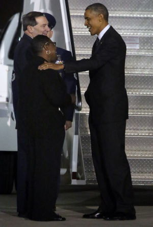 Obama begins Chicago trip at Gary airport