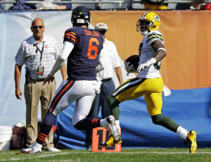 Rodgers throws for 4 TDs as Packers beat Bears