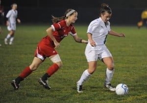 Bulldogs shock Valparaiso in final minute to capture girls soccer regional title