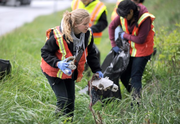 Garbage Pick Up : Vu students walk along u s to pick up trash as part of