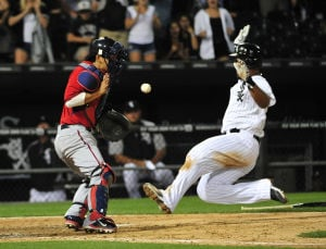 Sox rally in eighth to edge the Twins