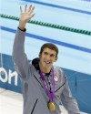 Phelps back on top, beats Lochte in 200 IM