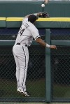 Peralta's homer in 9th lifts Tigers over Sox