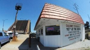 Calumet Fisheries hooks diners with quality seafood