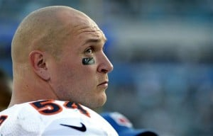 Bears LB Urlacher announces retirement