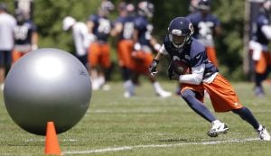 Speedy Chis Williams giving Bears the runaround -- and they like it