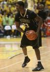 E'Twaun Moore with ball