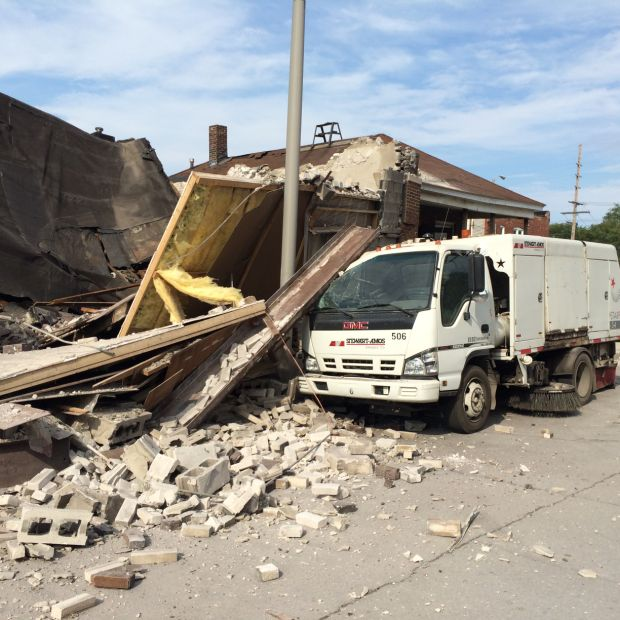 Building collapses in East Chicago